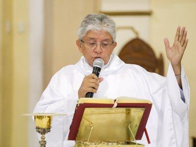 Em tratamento, padre Tony Batista apresenta quadro de melhora