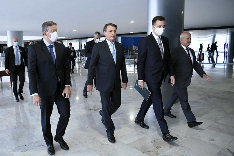 Bolsonaro sanciona Orçamento com veto parcial, abrangendo R$ 19,8 bi de dotações
