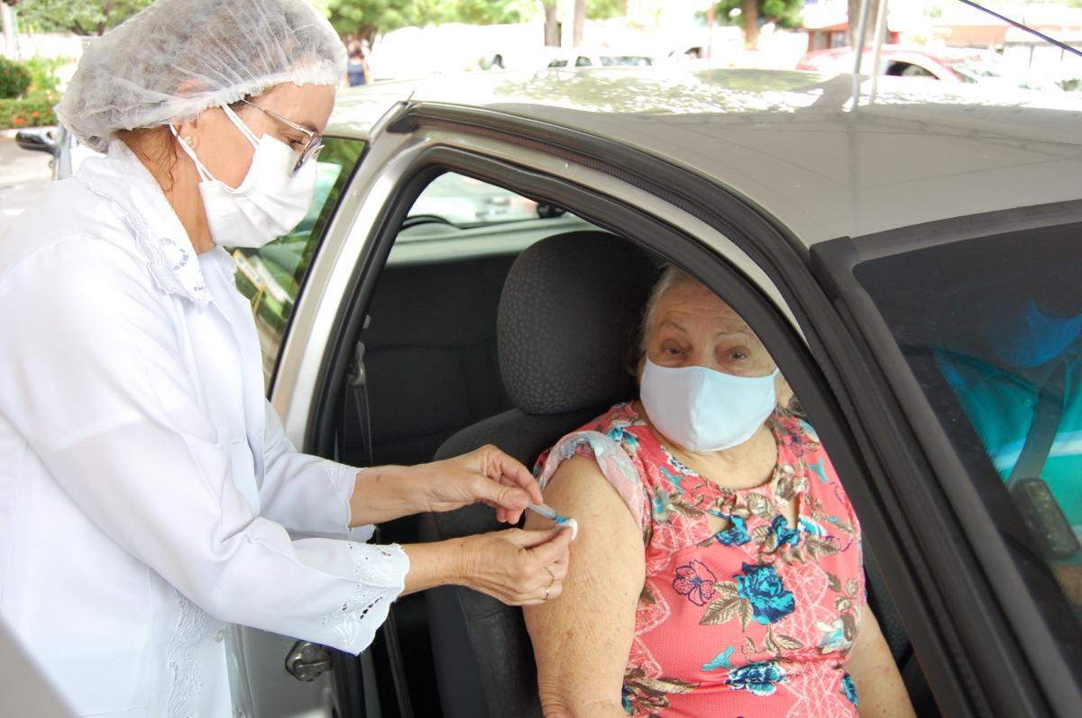 FMS divulga calendário de vacinação drive thru para segunda dose de até 68 anos