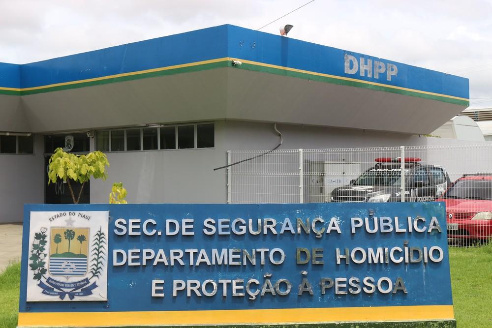 Genro e assessora do ex-prefeito Firmino Filho são ouvidos pelo DHPP