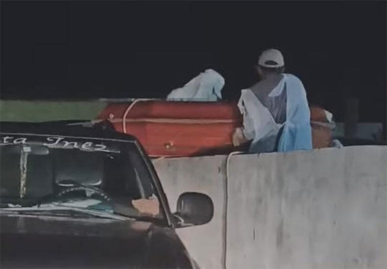 VÍDEO: Caixão com vítima da Covid-19 entra em cemitério por cima do muro no Piauí