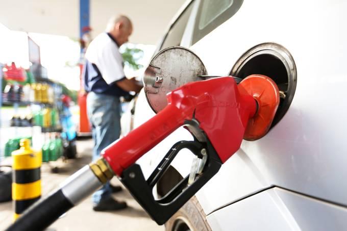 Petrobras anuncia redução de 1,37% no preço da gasolina nas refinarias