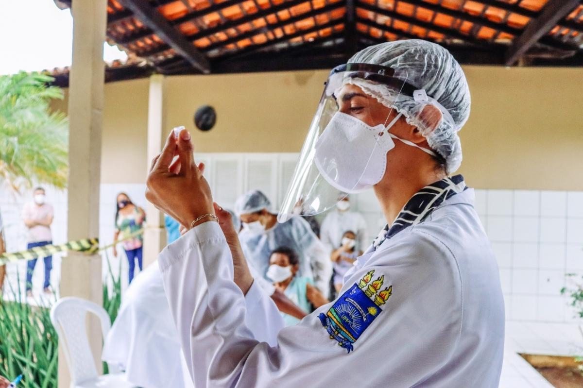 """Quase 3 mil pessoas """"furaram a fila"""" da vacinação contra o Covid-19 no Piauí"""