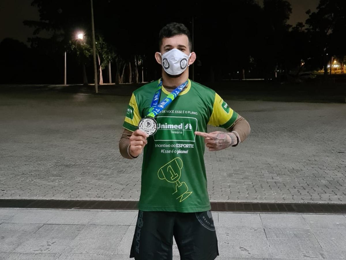 Atleta piauiense ganha medalha de prata no Campeonato Sul-americano de Jiu Jitsu