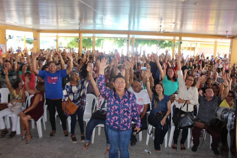 Em assembleia, professores da rede pública estadual decidem retomar greve