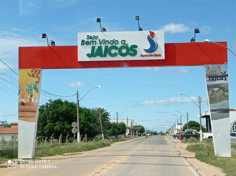 Jaicós proíbe venda de bebidas e cancela feiras após aumento de casos de covid