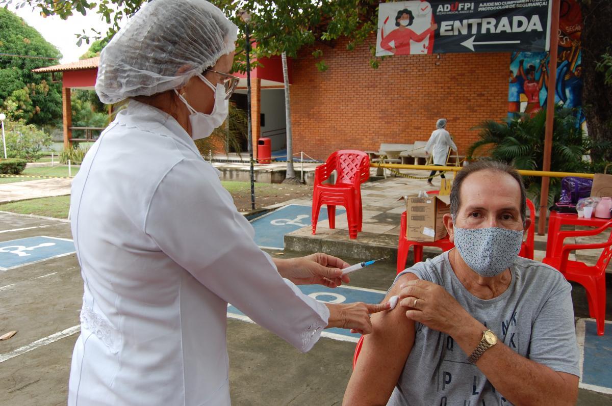 Teresina vacina pessoas com 60 anos nesta quarta (5); confira os locais de vacinação