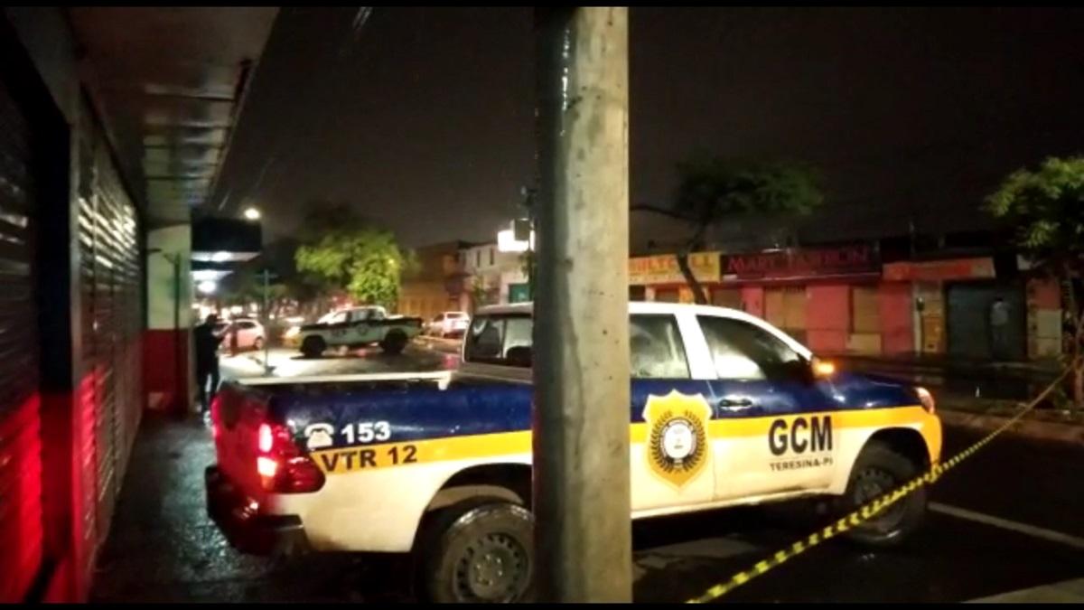 Falso entregador de delivery é morto a tiros durante tentativa de assalto no Dirceu I