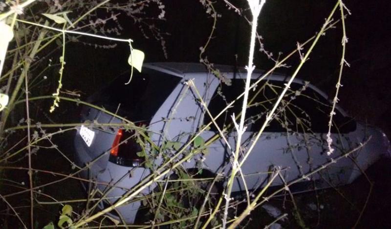 Assaltantes tentam fugir da Polícia, batem carro e são capturados