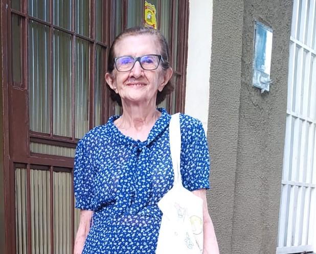 Teresinenses se mobilizam no Twitter para encontrar idosa que fez fotos em jardim da Unimed Teresina
