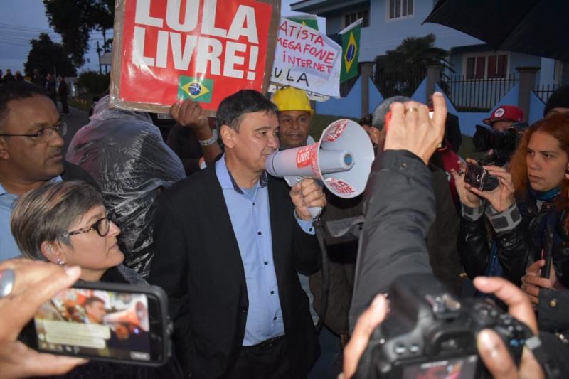 Wellington Dias volta a sair do Piauí para visitar Lula preso em Curitiba