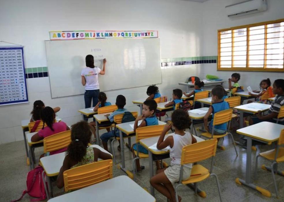 Semec convoca professores substitutos; atuação inicia em junho