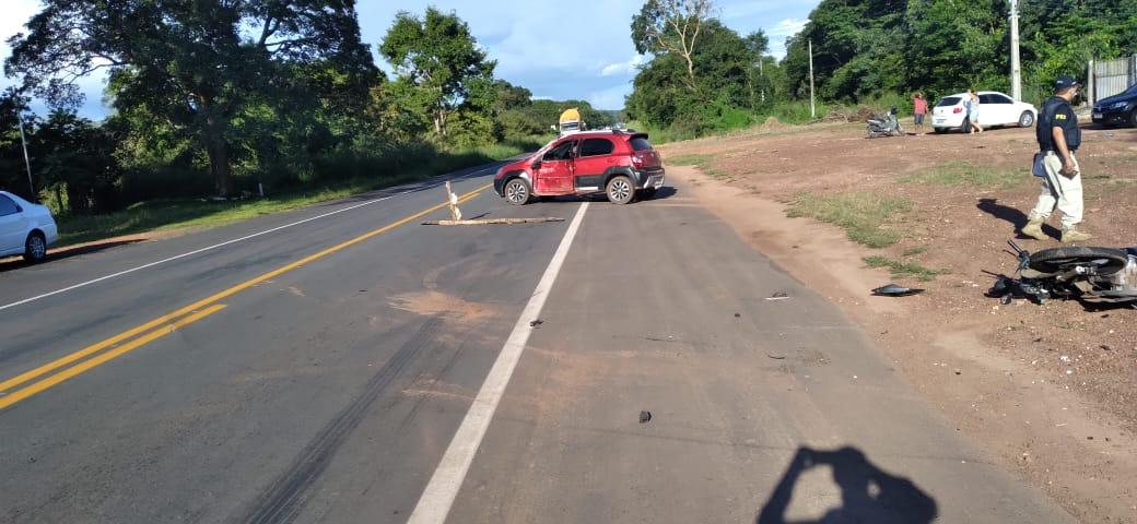Casal morre após grave acidente entre carro e moto na BR 343