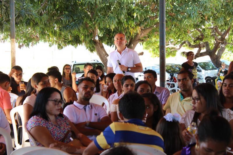 """""""Uma vergonha, por onde passo constato o descaso do Governo com a Educação"""", diz Valter Alencar"""