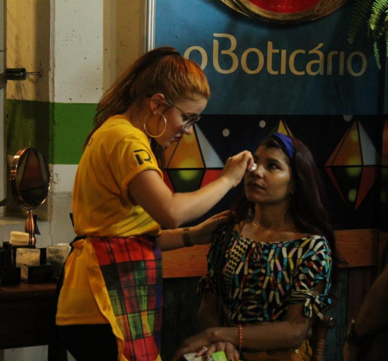 Boticário cria estúdio de maquiagem no Cidade Junina