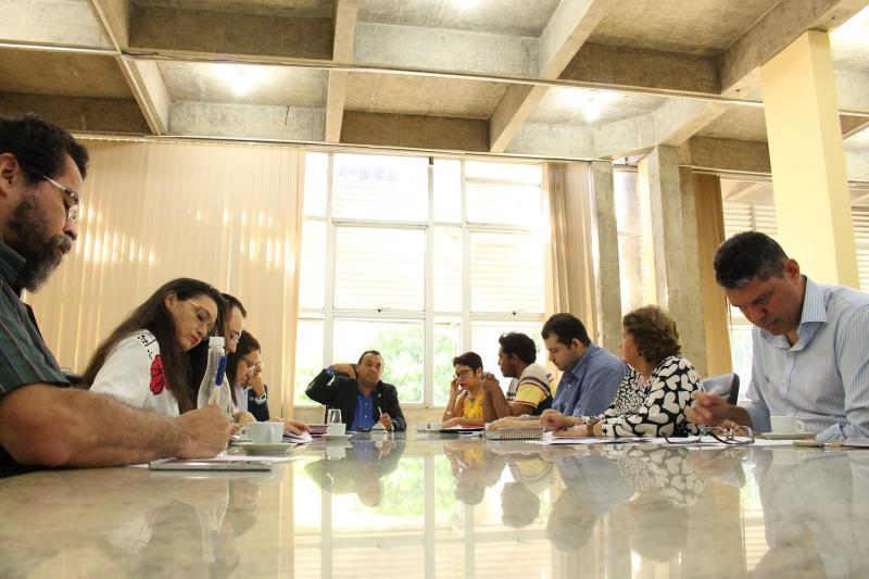 Professores da Uespi realizam assembleia para avaliar propostas do governo