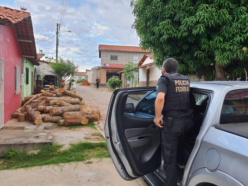 Polícia Federal cumpre mandados em Teresina em operação contra facção criminosa