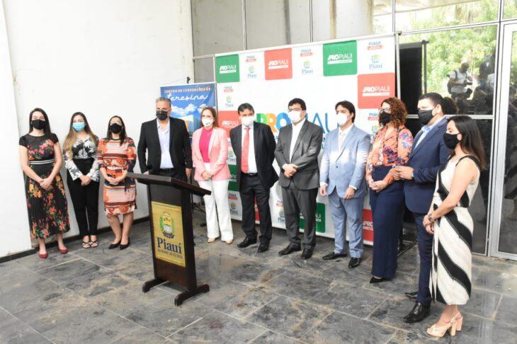 Wellington Dias assina contrato de concessão do Centro de Convenções