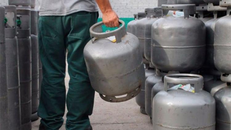 Petrobras anuncia aumento de 5,9% do gás de cozinha nas distribuidoras