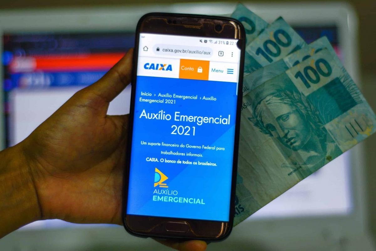 Governo pagará mais três meses de auxílio emergencial, diz Guedes