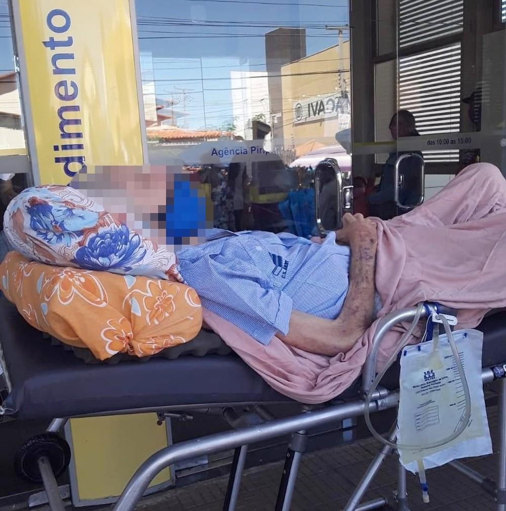 Idoso acamado que foi levado ao banco para fazer 'prova de vida' morre no Piauí