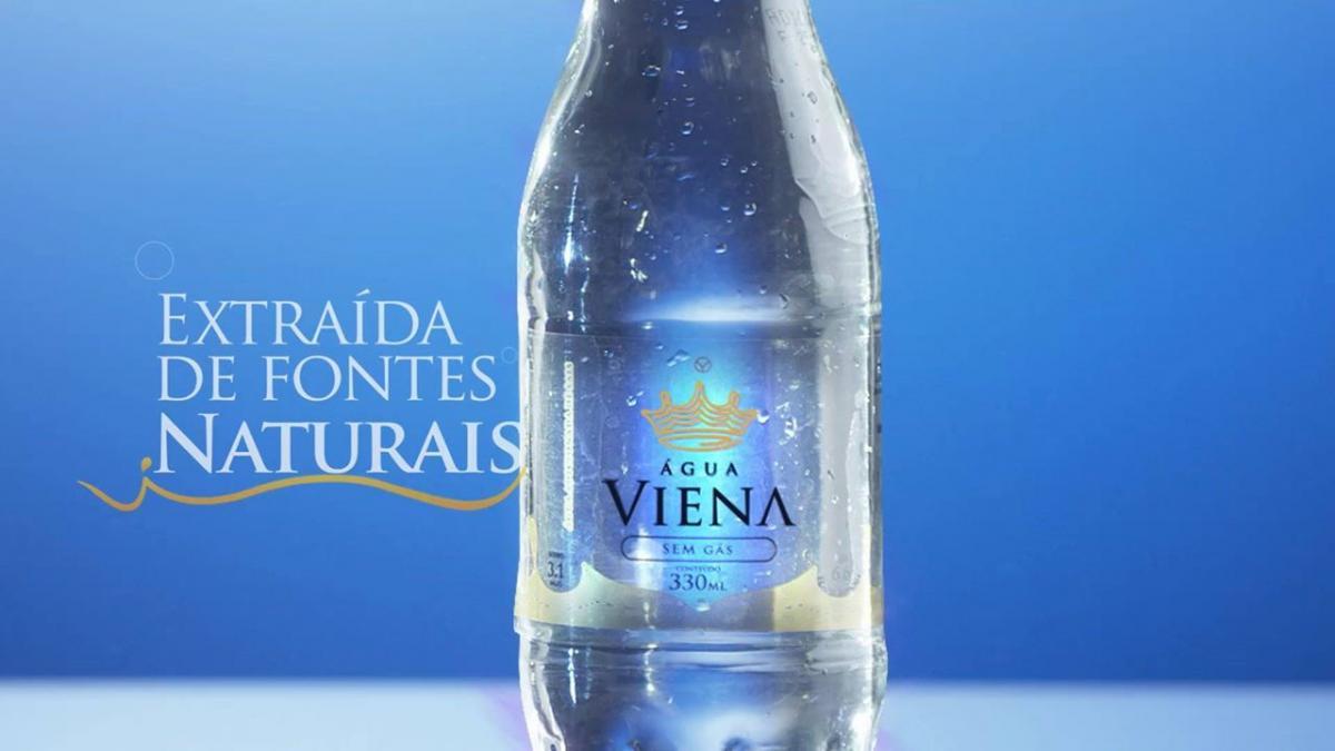 Dança e Hidratação: Entenda como a Água Viena é uma grande aliada do corpo