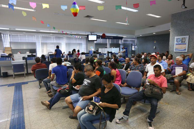 Bancos divulgam calendário de saques do PIS/Pasep