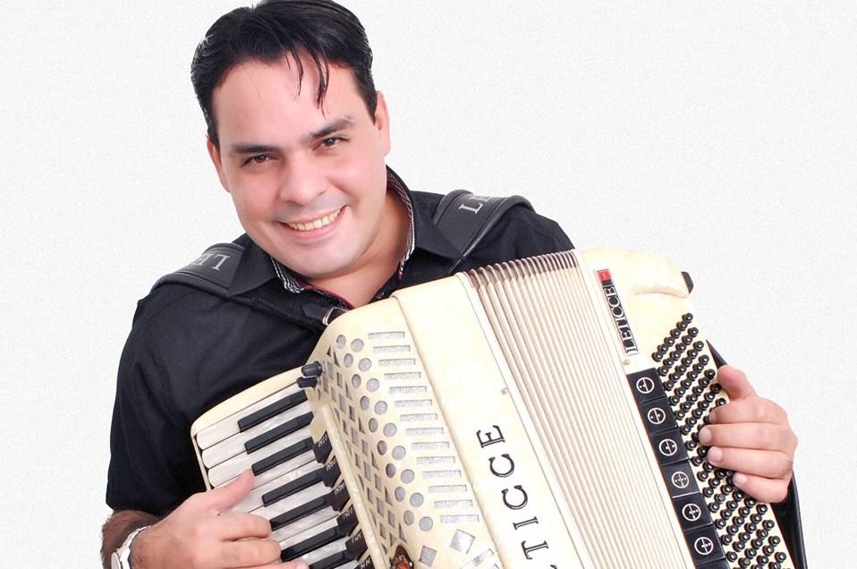 Cantor Saulo Dugado agride funcionário e clientes de hamburgueria em Teresina
