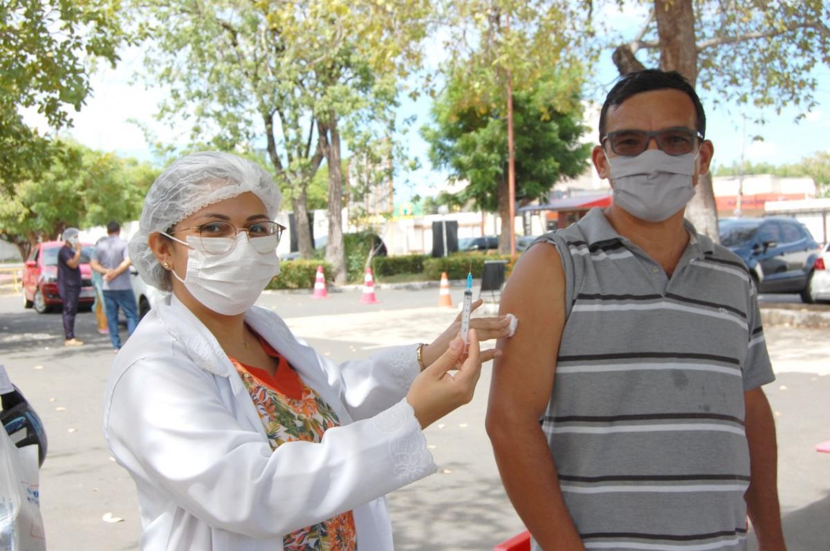 Jornalistas, garis e oficiais de justiça são vacinados hoje em Teresina