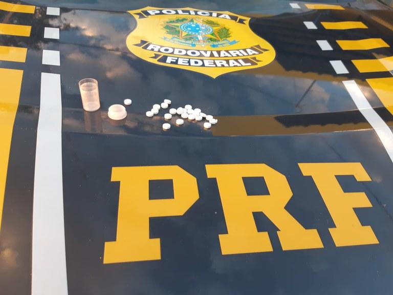 Polícia Rodoviária autua caminhoneiro por portar anfetaminas na cidade de Picos