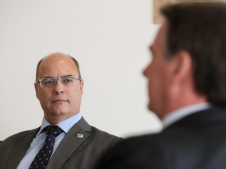 Witzel e Flávio Bolsonaro batem boca e CPI vai estudar depoimento 'reservado'
