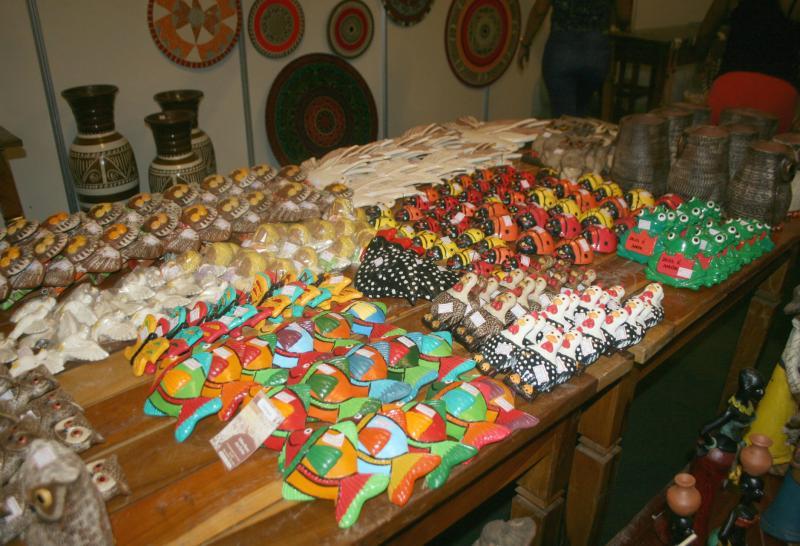 Exposição de artesãos do Poty Velho atrai olhares no Cidade Junina