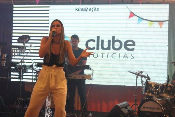 Lili Araújo é a principal atração musical deste sábado no Cidade Junina