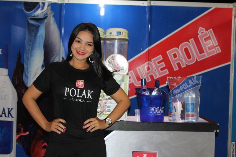 51 Ice e vodka Polac realizam degustação no stand no Cidade Junina