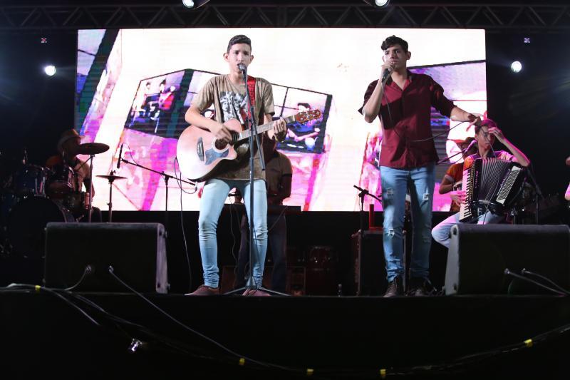 'Forrónejo' de Willyan e Alessandro animou penúltima noite do Cidade Junina