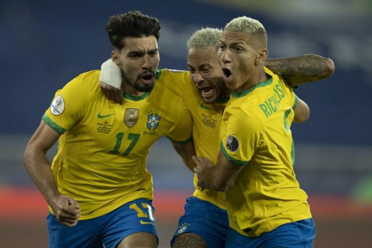 Brasil bate o Chile e segue na Copa América