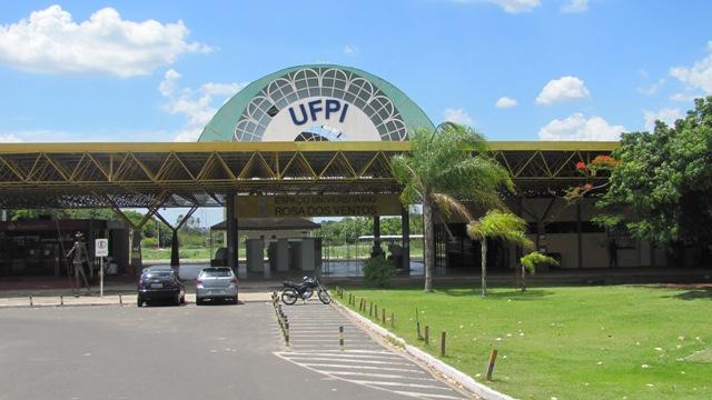 Servidores da UFPI paralisam atividades por dois dias