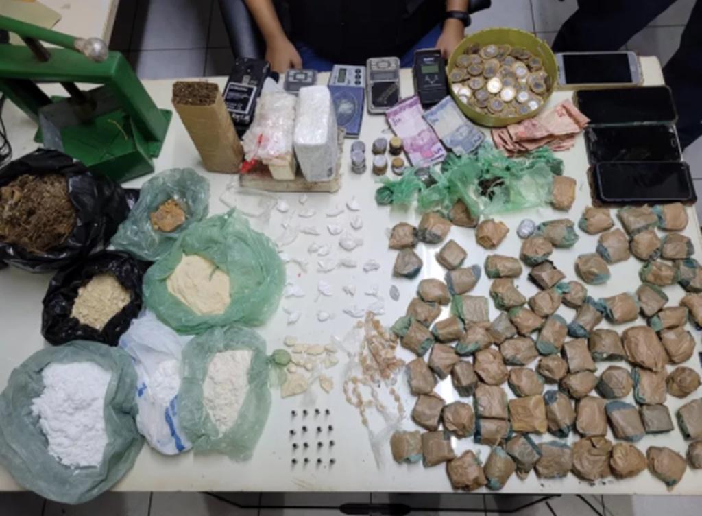 Polícia prende pai e filho acusados de tráfico de drogas