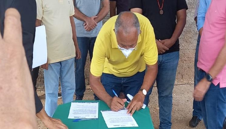 Dr. Pessoa assina ordens de serviços de pavimentação nas zonas Sul e Sudeste de Teresina