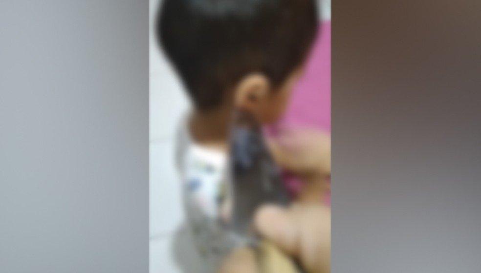 Mãe agride e ameaça matar filhos pequenos com faca em Teresina