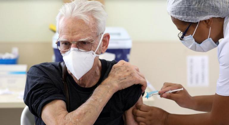 Bora Vacinar: Idosos de 61 anos e grupos prioritários se vacinam nesta terça (27)