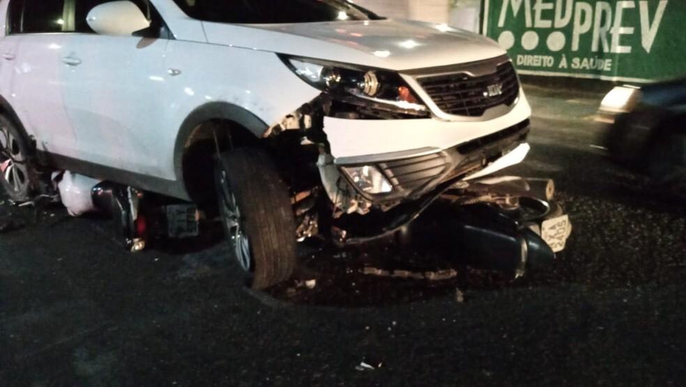 Jovem é detido após colisão envolvendo carro e duas motos na Zona Norte