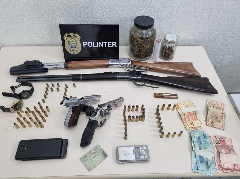 Polícia prende pai e filho com drogas e armas na zona Norte de Teresina