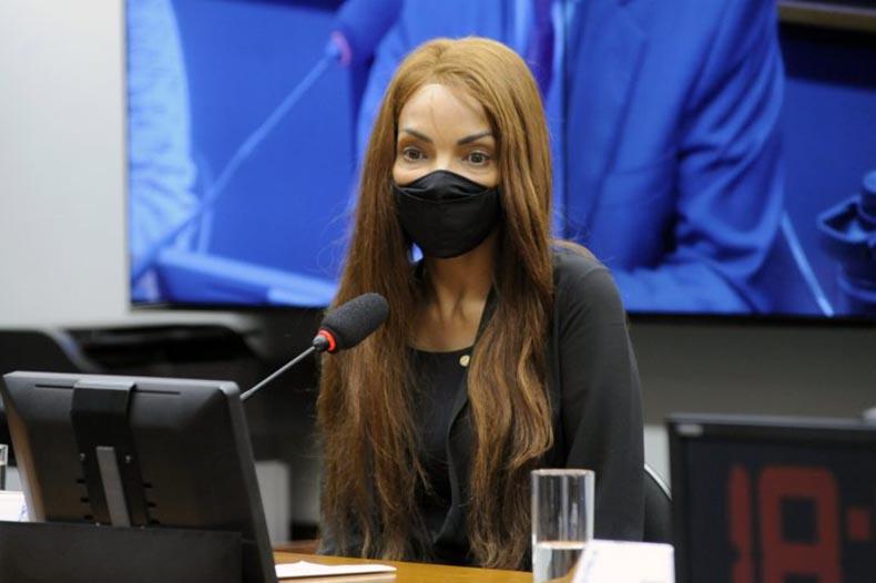 Flordelis é presa no Rio acusada de mandar matar o marido