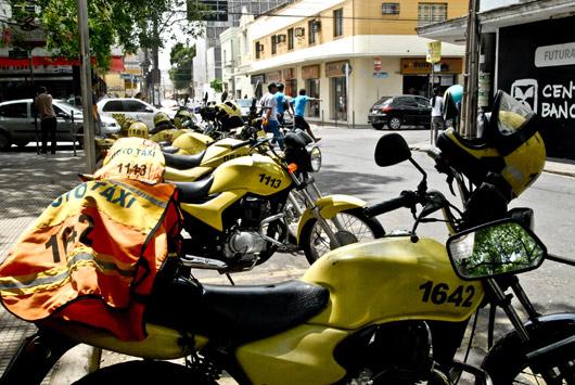 Mototaxistas são convocados para renovar permissão