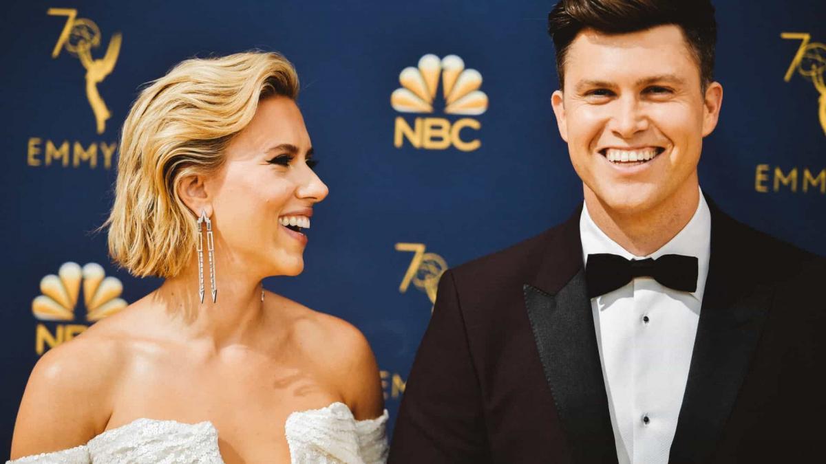 Colin Jost confirma gravidez de Scarlett Johansson
