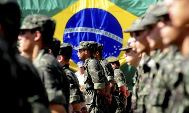 Com tensão para o 7 de setembro, governadores querem reunião com as Forças Armadas