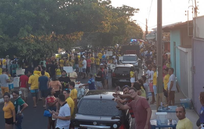 Cerca de 10 mil pessoas celebram vitória do Brasil no bairro Saci