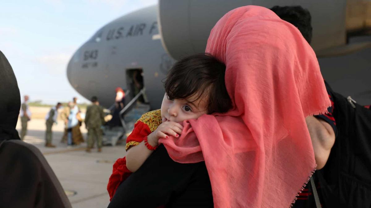 Bebê afegã morre após ser retirada do Afeganistão