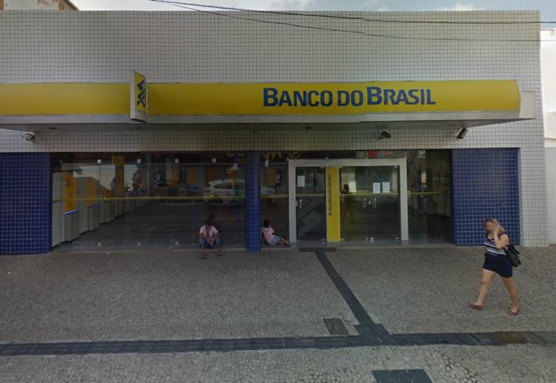 Mulher é presa após assaltar clientes do Banco do Brasil